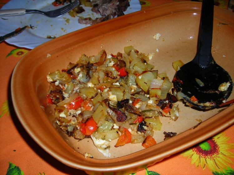 Rosmarin-Kartoffeln vom Blech mit Schafskäse