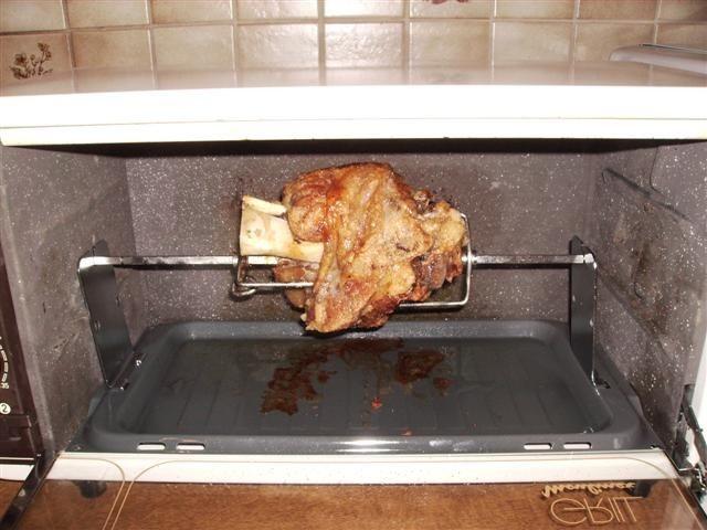 bayrische Schweinshaxe gegrillt