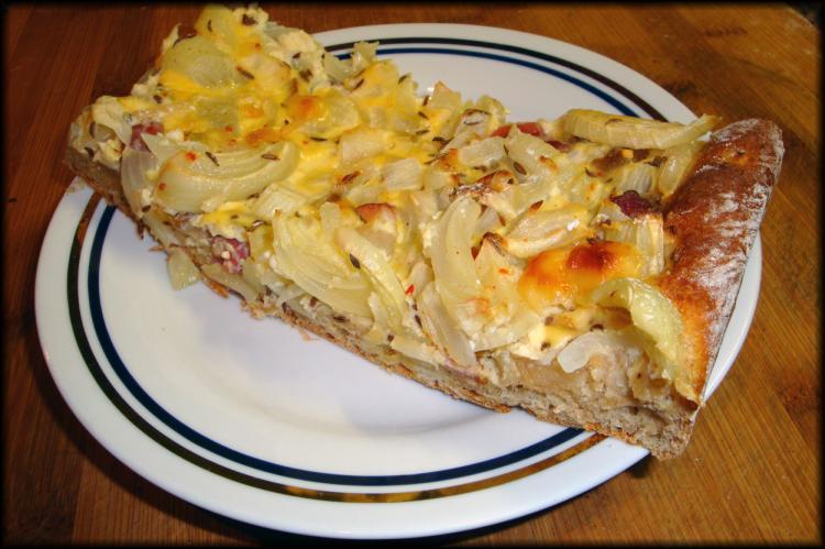 Anhaltiner Speck-Zwiebelkuchen (die altdeutsche Pizza)