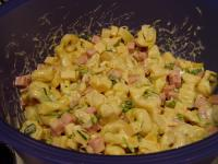 Tortellinisalat mit Schinken und Käse