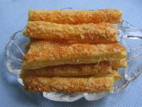 Blätterteig-Käsestangen