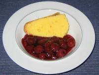 Grießpudding mit Sauerkirschen