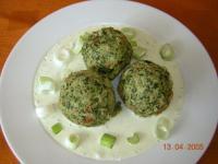 Bärlauchknödel auf Gorgonzolaschaum