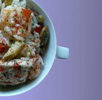 Gemüse-Reissalat mit Gambas, Hähnchenbrust und Kräuterdressing