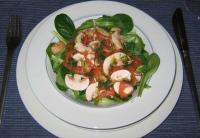 Feldsalat mit Champignons und Räucherlachs