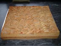 Apfel- oder Kirschkuchen mit Mürbeteig