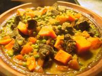 Rindfleisch-Tajine mit Süßkartoffeln und Erbsen