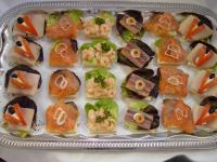 Kalte Platten: Canapes mit Fisch