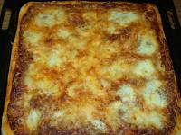 Pizza Margherita, Pizza mit Mozzarella und Basilikum